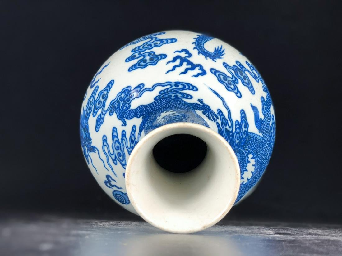CHINESE BLUE WHITE DRAGON PORCELAIN VASE - 7