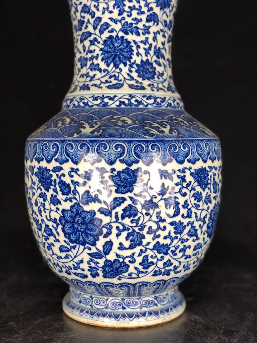 CHINESE BLUE WHITE FOLIAGE PORCELAIN VASE - 4