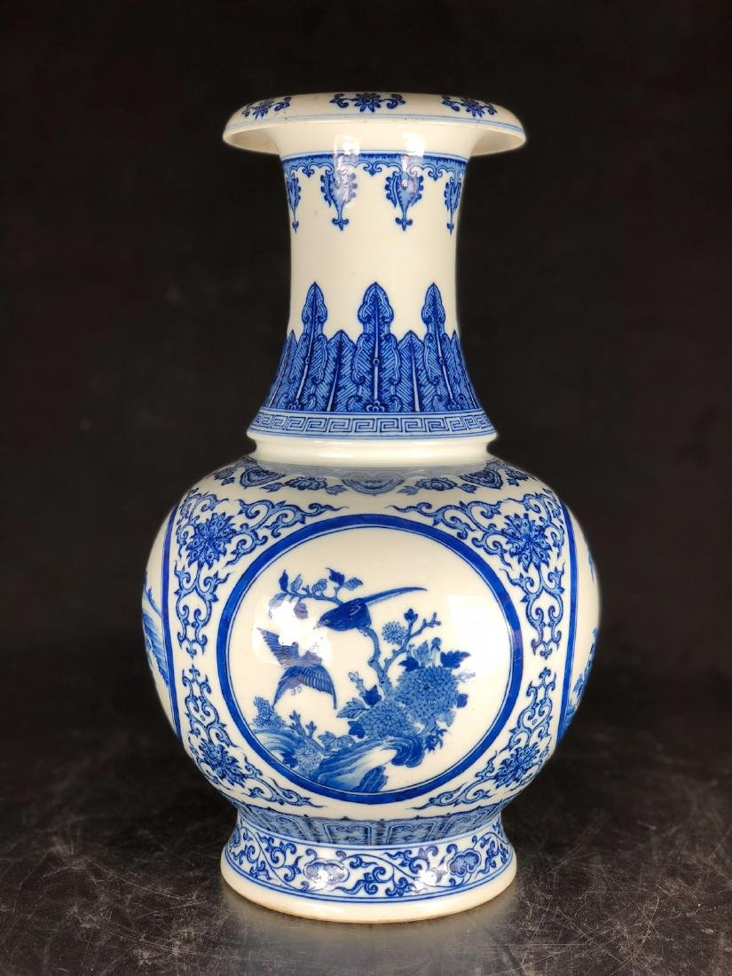 CHINESE BLUE WHITE PORCELAIN VASE - 9