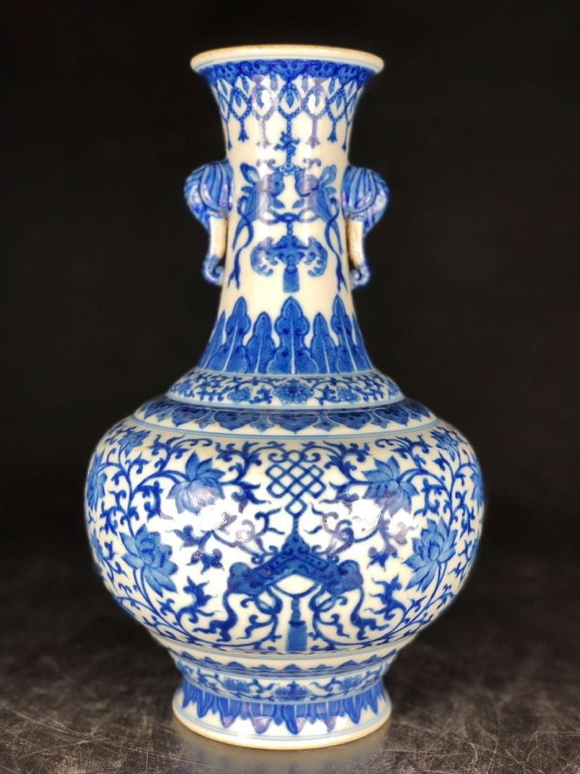 CHINESE BLUE WHITE FOLIAGE PORCELAIN VASE