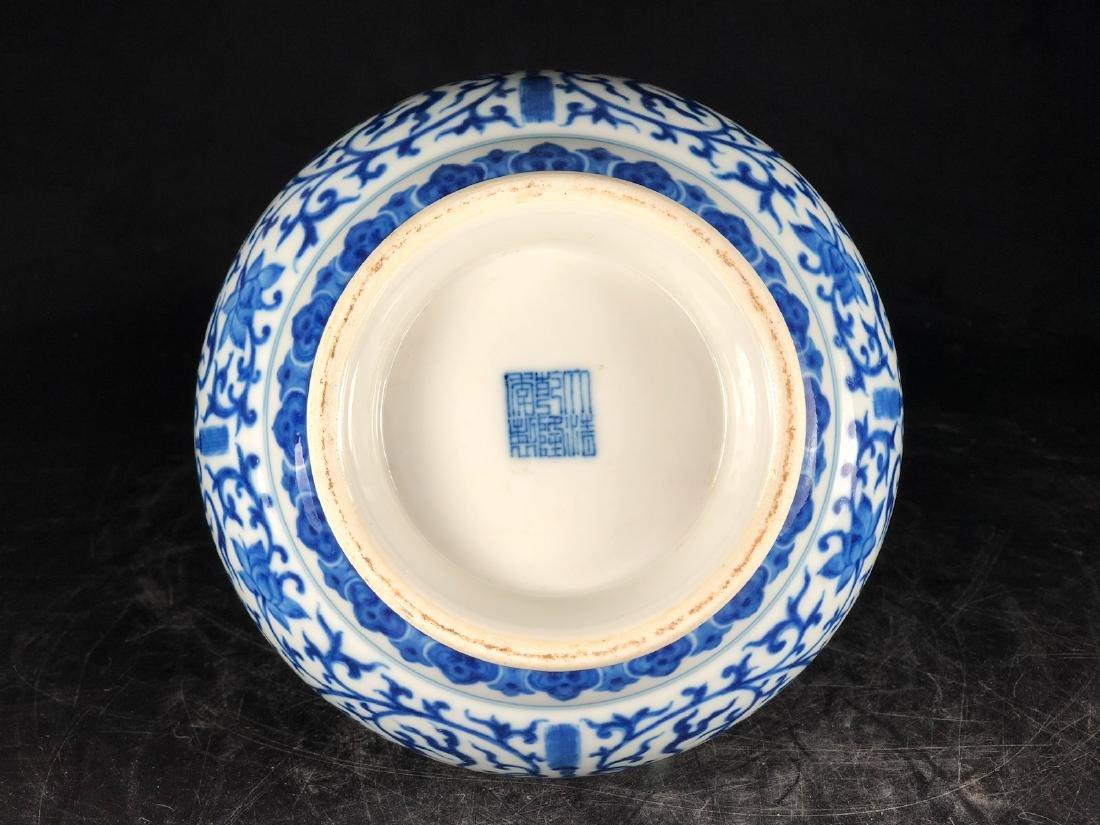 CHINESE BLUE WHITE FOLIAGE PORCELAIN VASE - 3