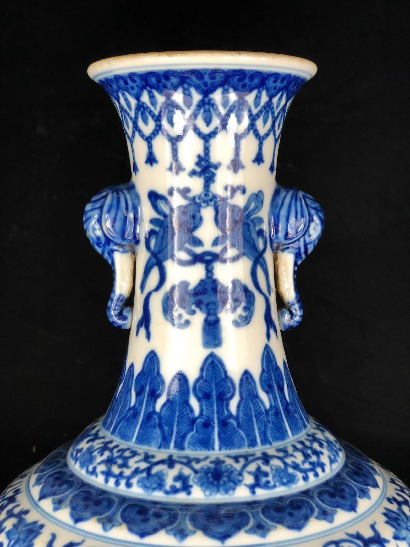 CHINESE BLUE WHITE FOLIAGE PORCELAIN VASE - 7
