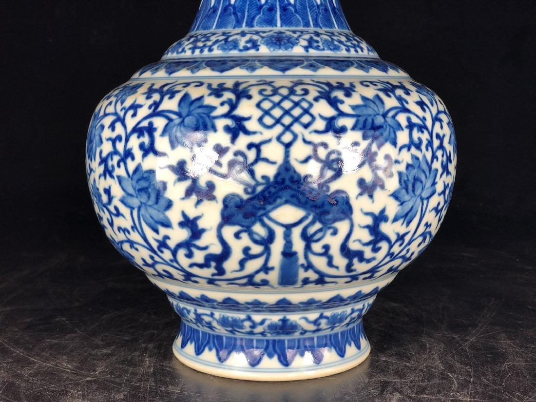 CHINESE BLUE WHITE FOLIAGE PORCELAIN VASE - 8