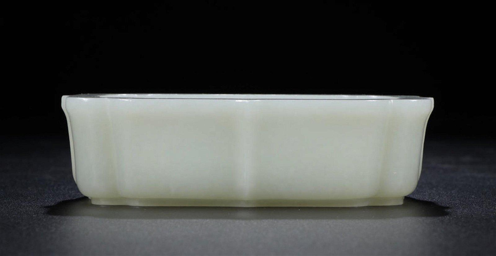 CHINESE WHITE JADE BRUSH WASHER WITH MARK