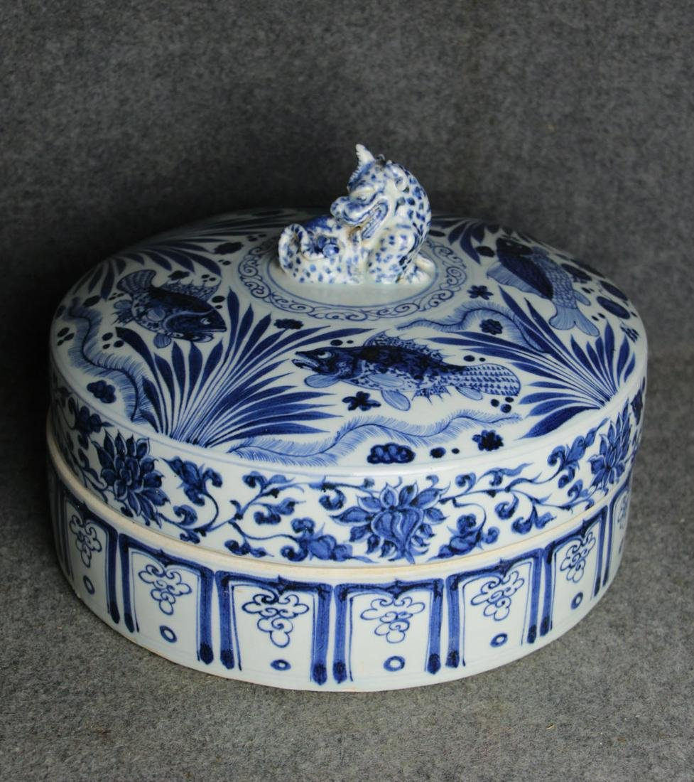 CHINESE BLUE WHITE PORCELAIN COVER BOX