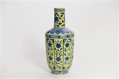 CHINESE YELLOW GROUND BLUE WHITE PORCELAIN VASE