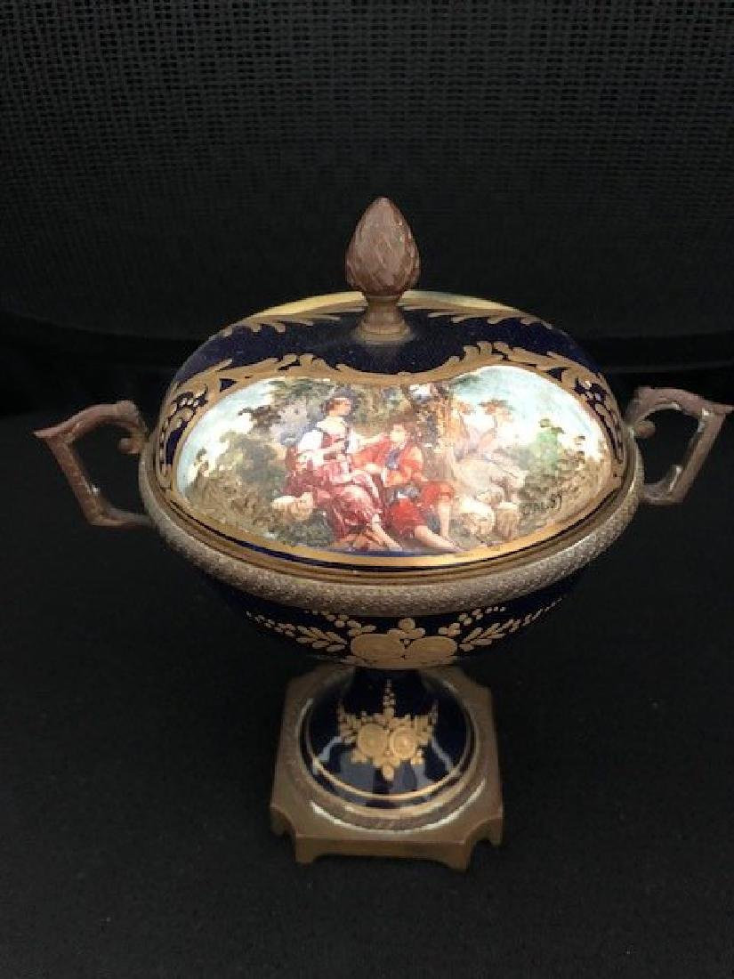 ROYAL VIENNA SIGNED VASE WITH LID PORTRAIT