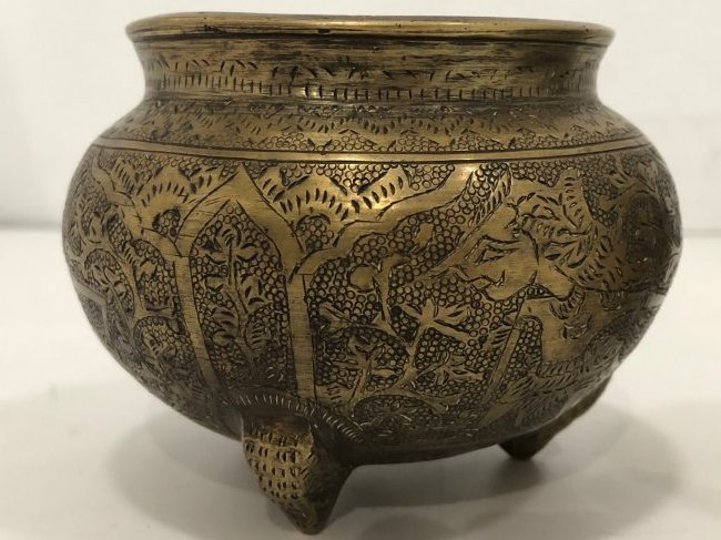 Pair of bowls. Well detailed - 2