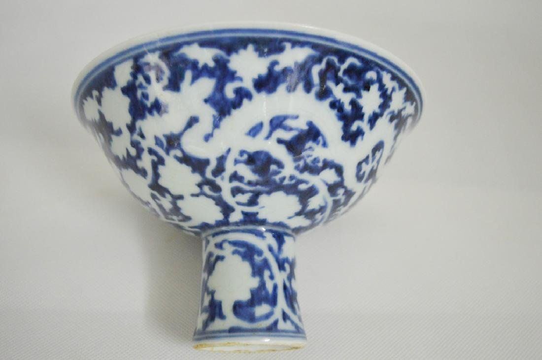 """A BLUE AND WHITE """"DRAGON"""" STEM CUP"""