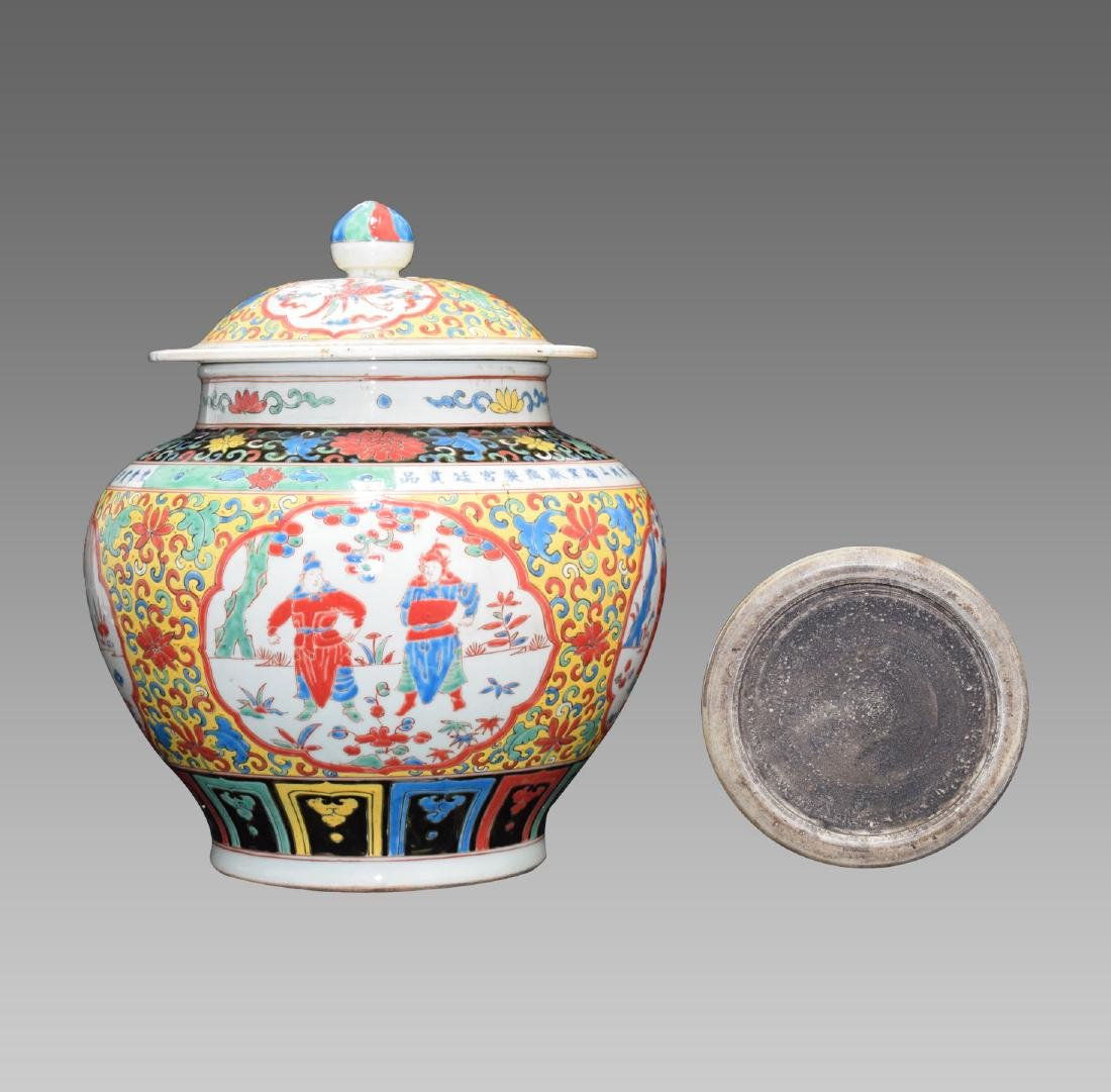 A CHINESE WUCAI JAR WITH COVER