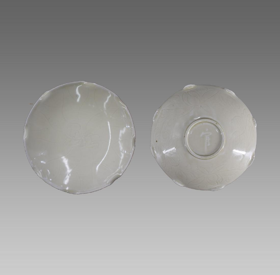 A CHINESE DING KILN PLATE