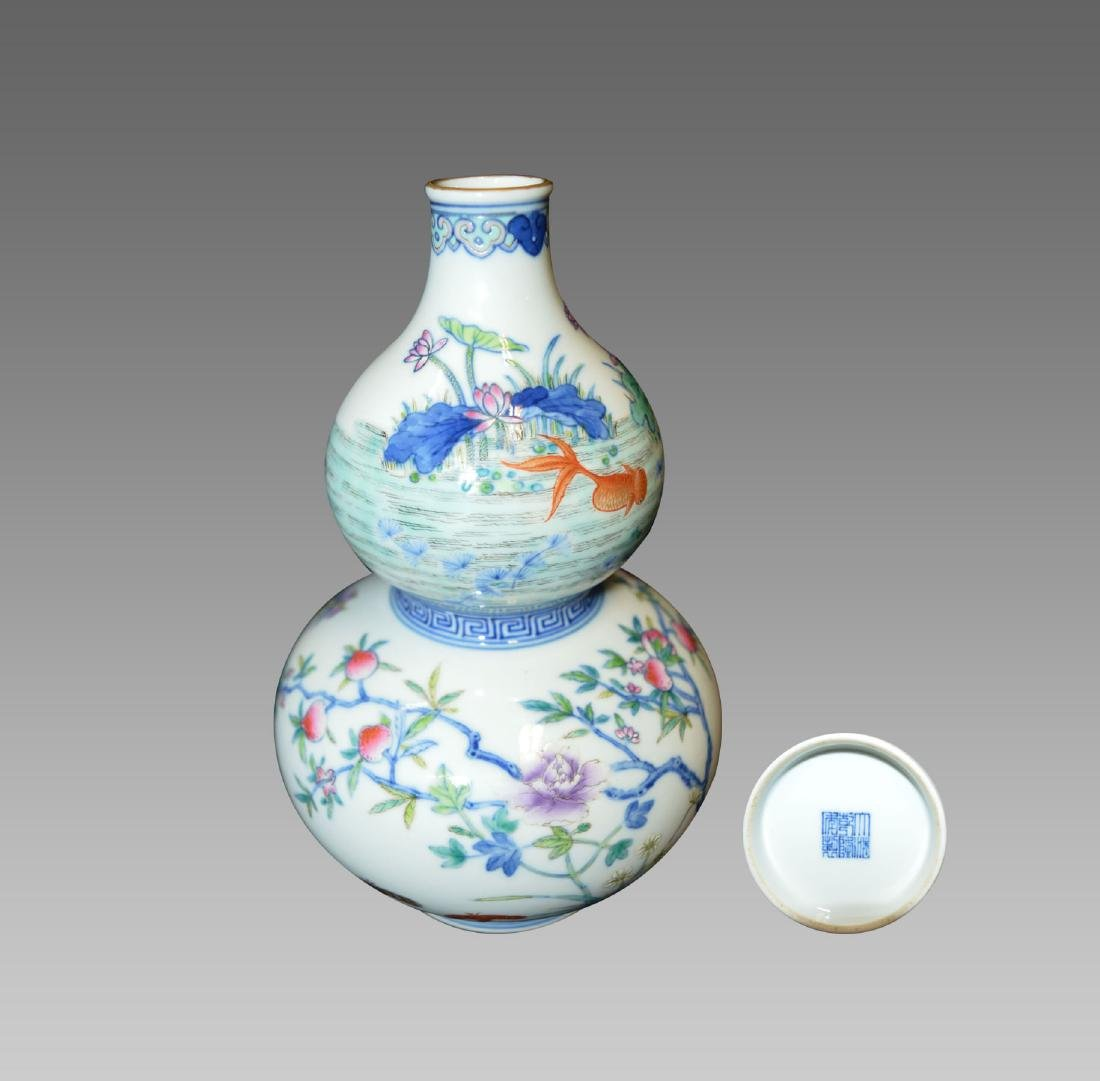 A BLUE AND WHITE DOUCAI DOUBLE GOURD VASE