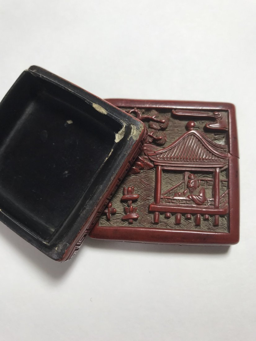 A SMALL OLD CHINESE CARVED CINNABAR SQUARE BOX AND - 10