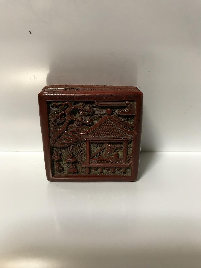 A SMALL OLD CHINESE CARVED CINNABAR SQUARE BOX AND - 2