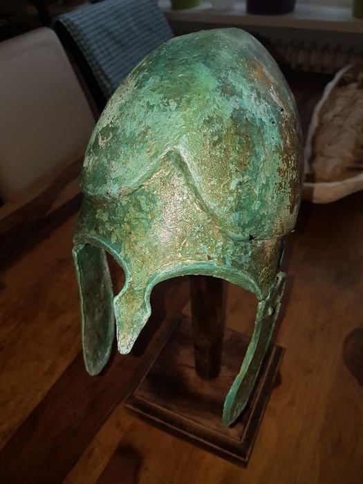 Greek Bronze helmet Chalcidician type - 2