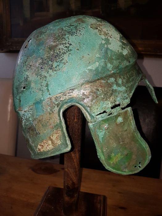 Greek Bronze helmet Chalcidician type - 3