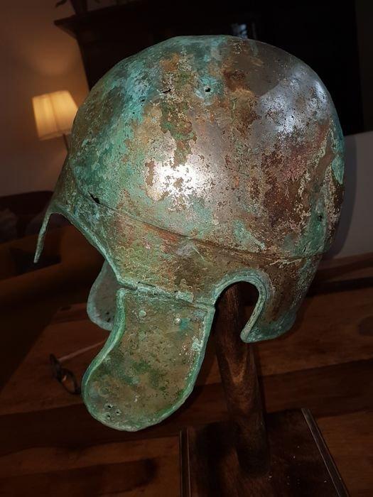 Greek Bronze helmet Chalcidician type - 4