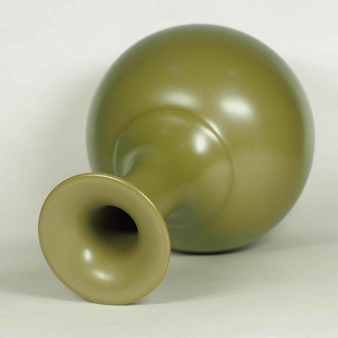 Teadust Monochrome Vase, Qianlong Mark, late Qing - 3