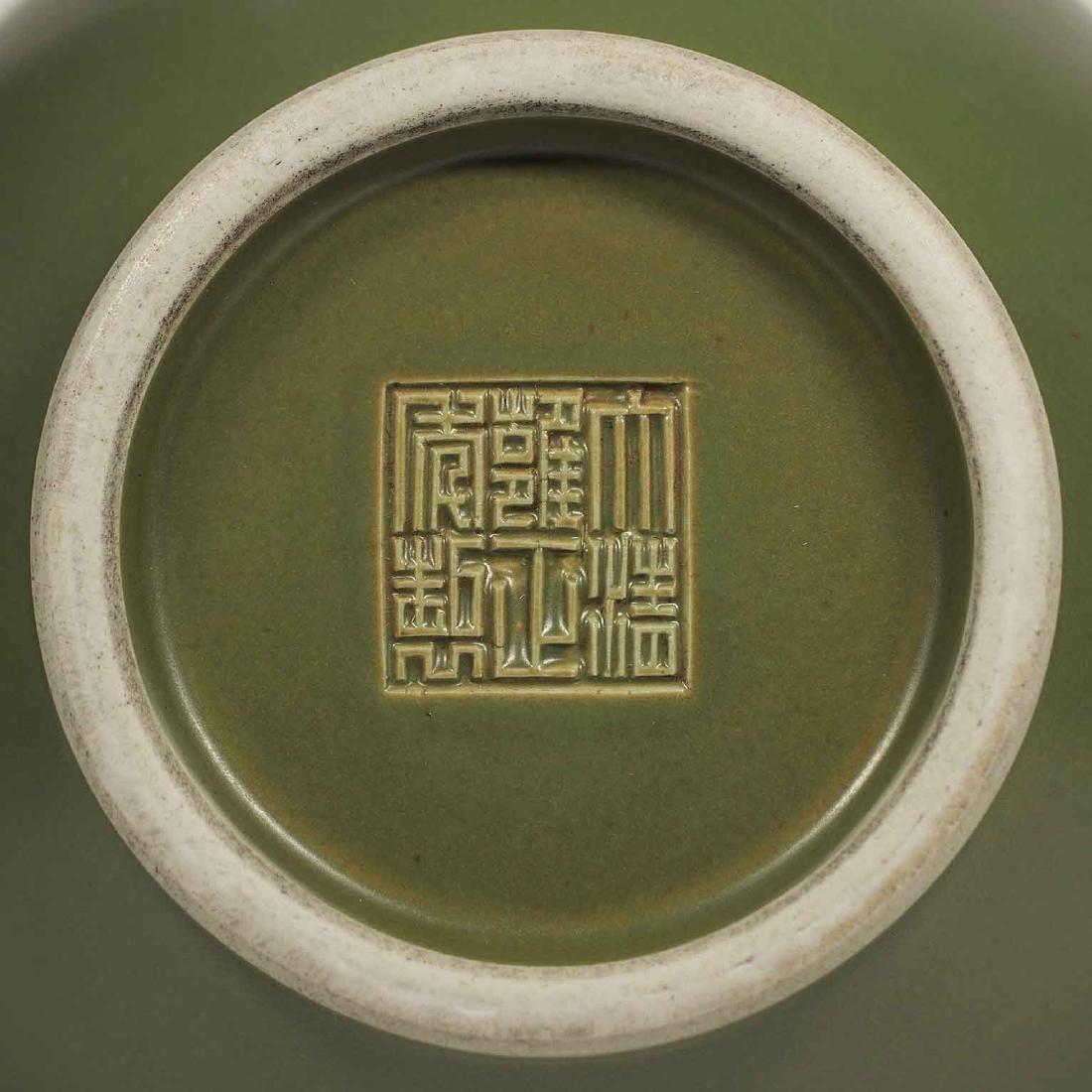 Teadust Monochrome Vase, Qianlong Mark, late Qing - 5