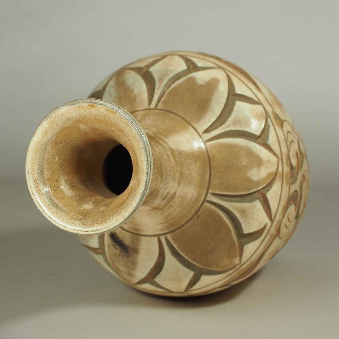 Cizhou Vase with Sgraffito Peony, Yuan Dynasty - 7