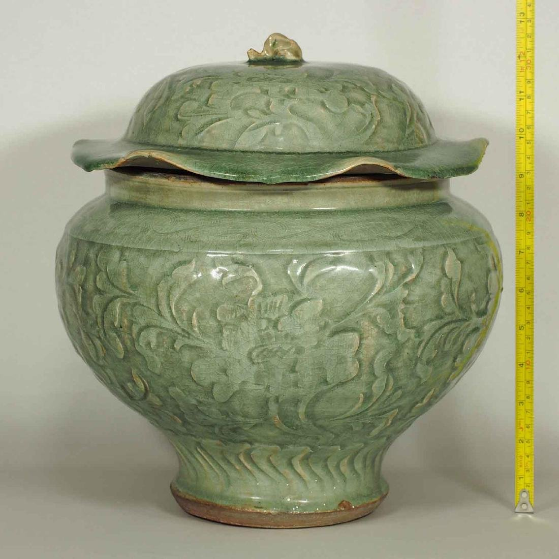 Large Longquan Lidded Jar with Carved Peony. Early Yuan - 11