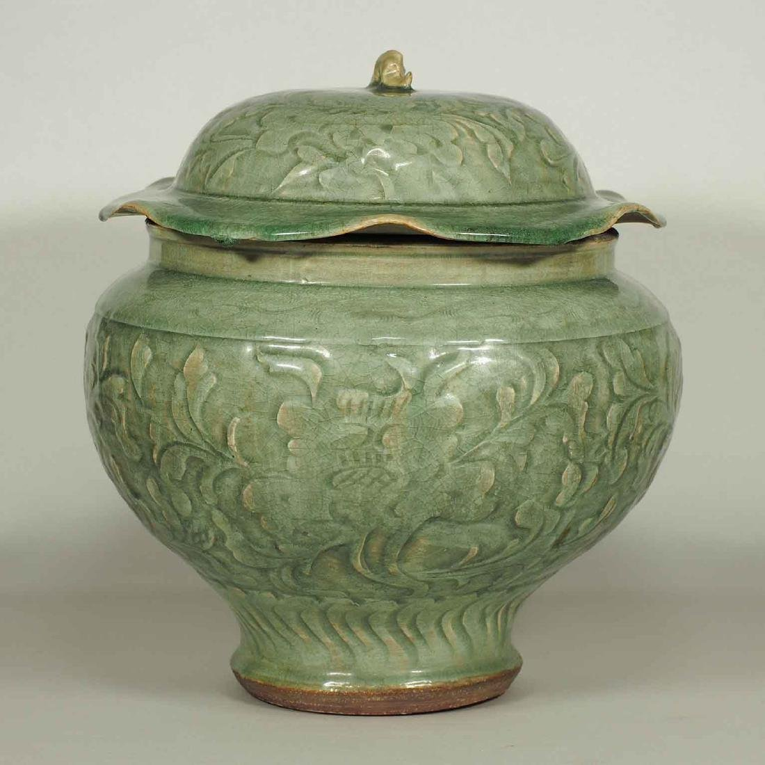 Large Longquan Lidded Jar with Carved Peony. Early Yuan - 2