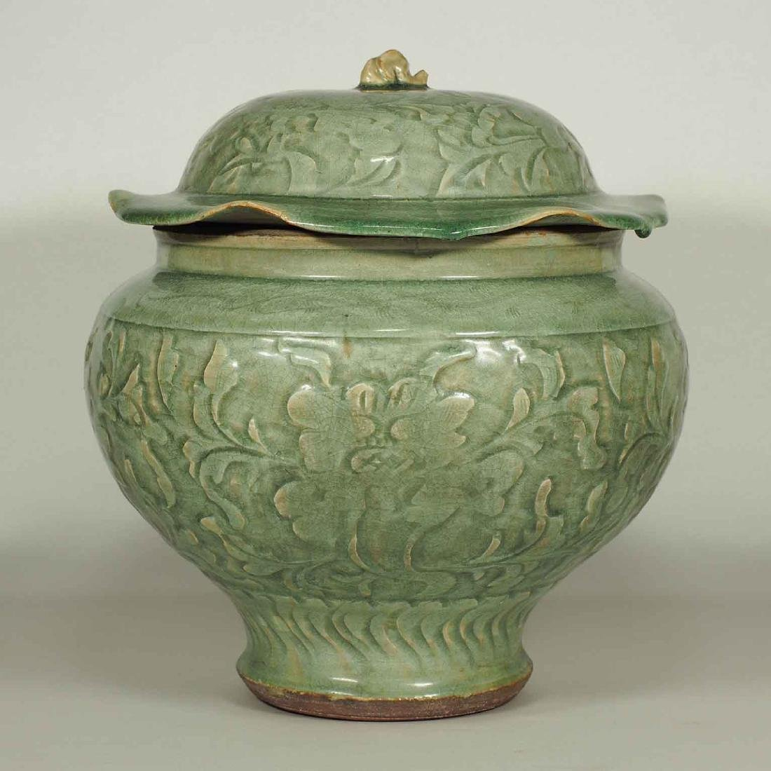 Large Longquan Lidded Jar with Carved Peony. Early Yuan - 3