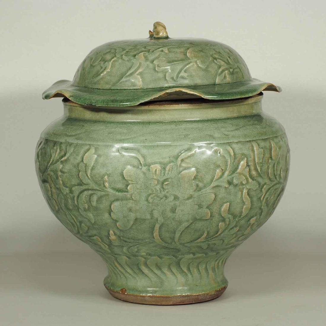 Large Longquan Lidded Jar with Carved Peony. Early Yuan - 4