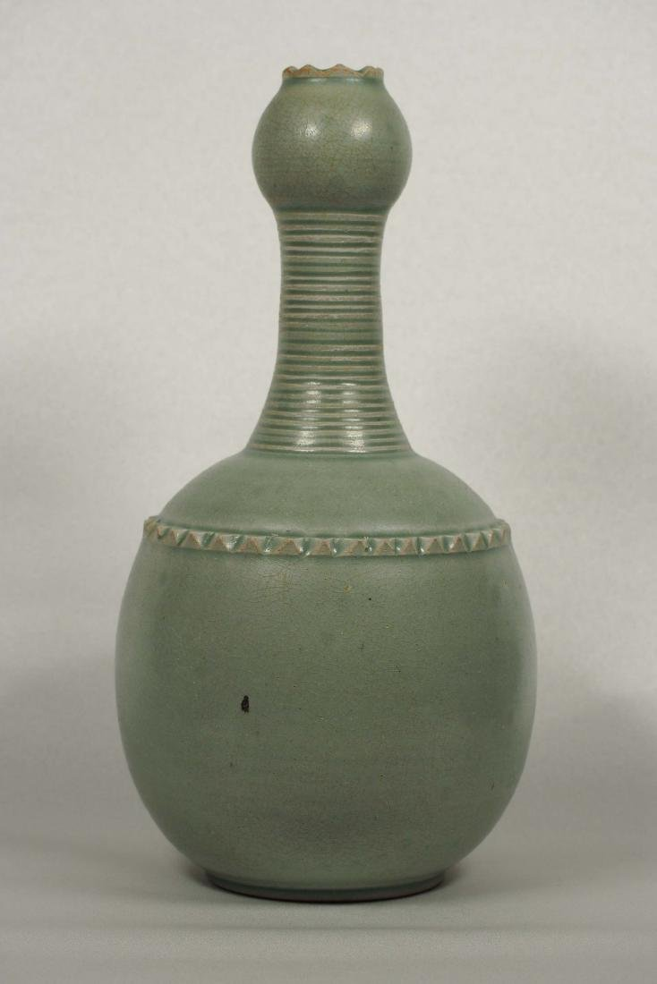 Yaozhou Garlic-Head Vase, Five Dynasty