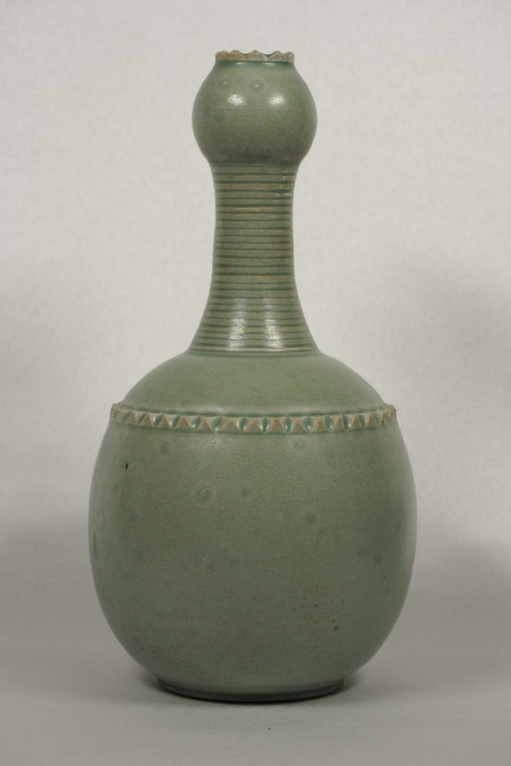 Yaozhou Garlic-Head Vase, Five Dynasty - 2