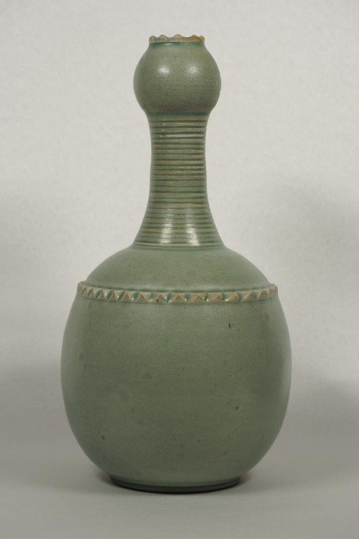 Yaozhou Garlic-Head Vase, Five Dynasty - 3