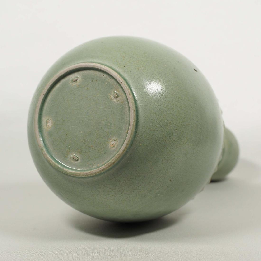 Yaozhou Garlic-Head Vase, Five Dynasty - 6