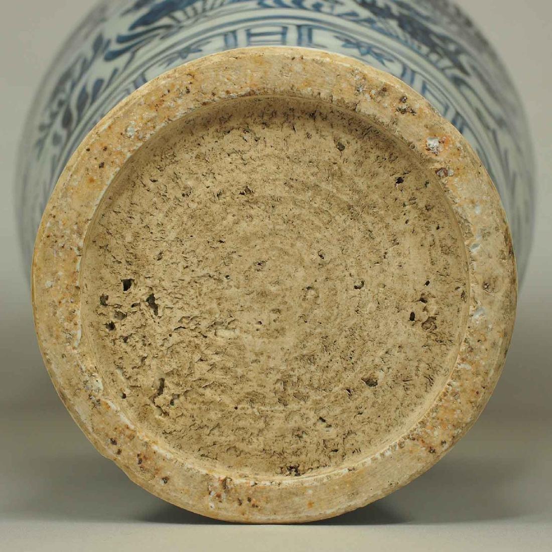 Lion-Head Handled Vase with Mandarin Ducks, early Ming - 10