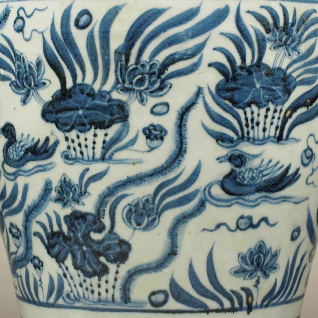 Lion-Head Handled Vase with Mandarin Ducks, early Ming - 5