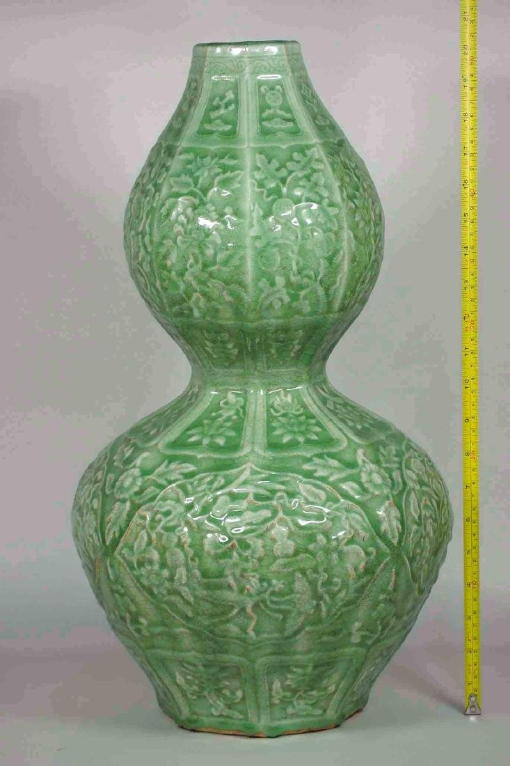Massive Octagonal Longquan Double Gourd, early Ming - 14