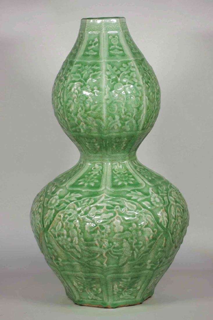 Massive Octagonal Longquan Double Gourd, early Ming