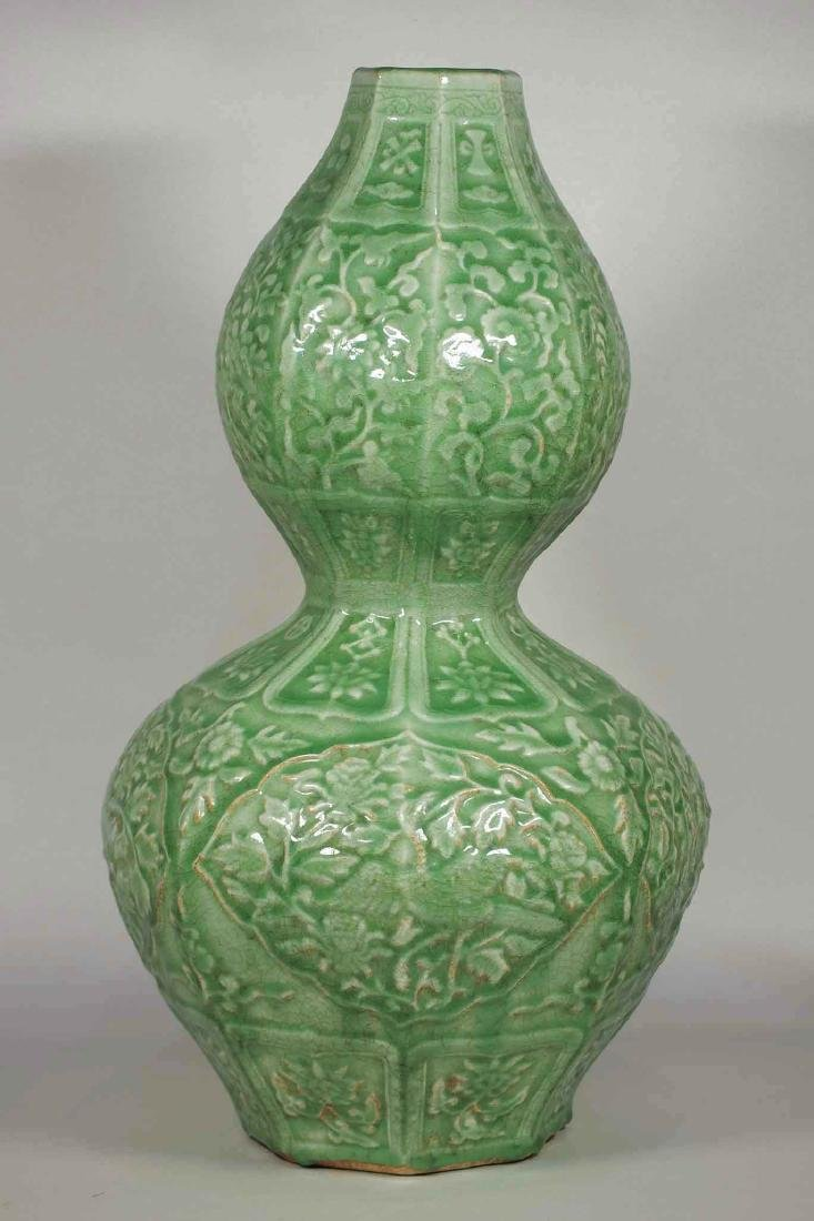 Massive Octagonal Longquan Double Gourd, early Ming - 2