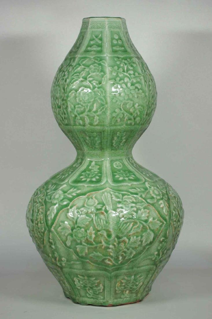 Massive Octagonal Longquan Double Gourd, early Ming - 3