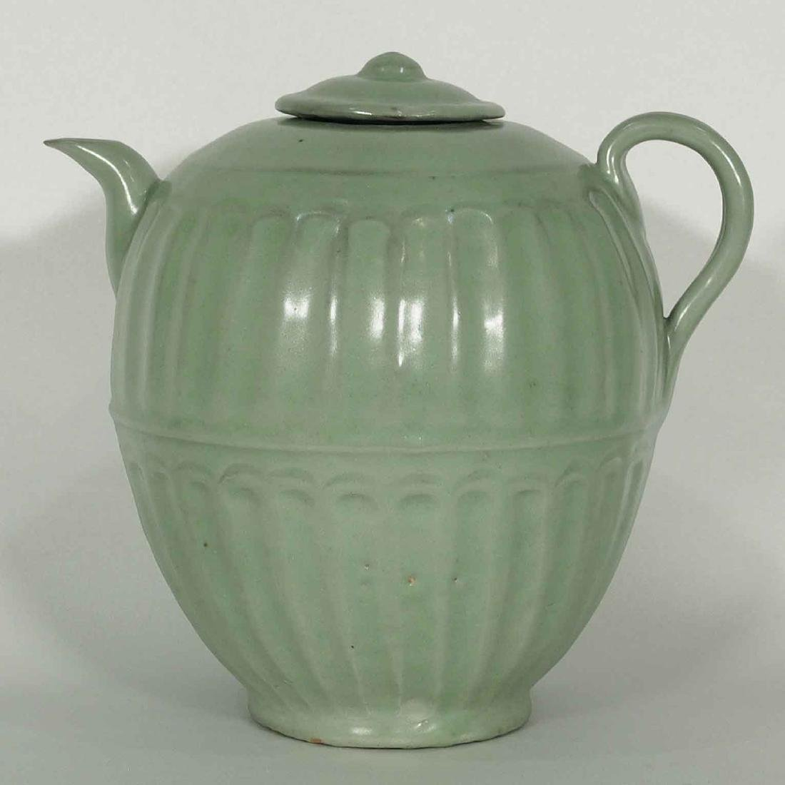 Longquan Fluted Ewer with Lid, late Southern Song - 2