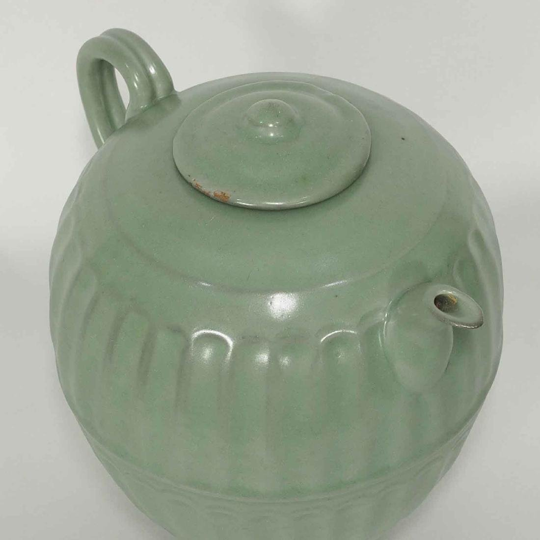 Longquan Fluted Ewer with Lid, late Southern Song - 5