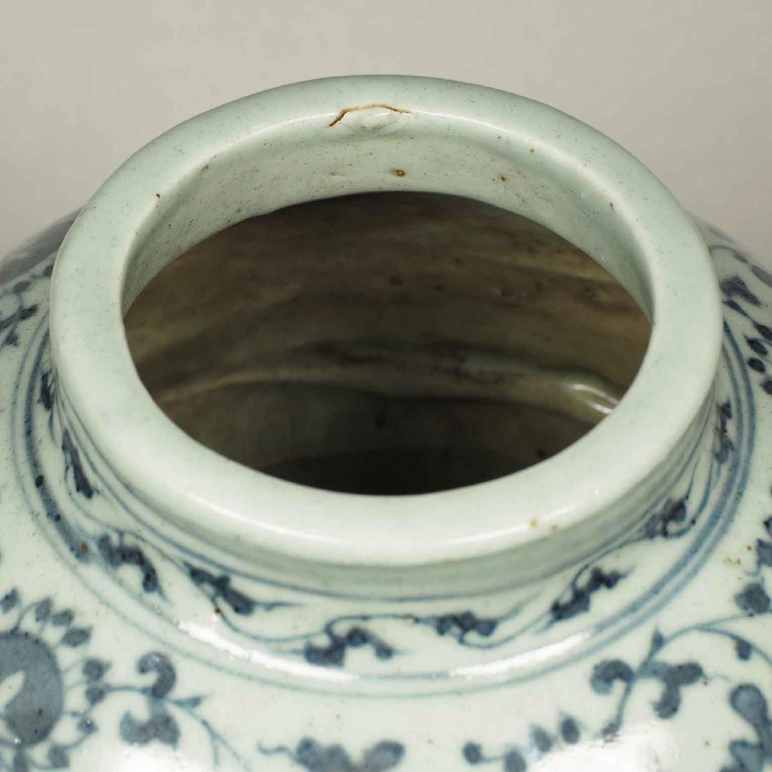Lidded Jar with Dragon Design, Wanli, Ming Dynasty. - 12