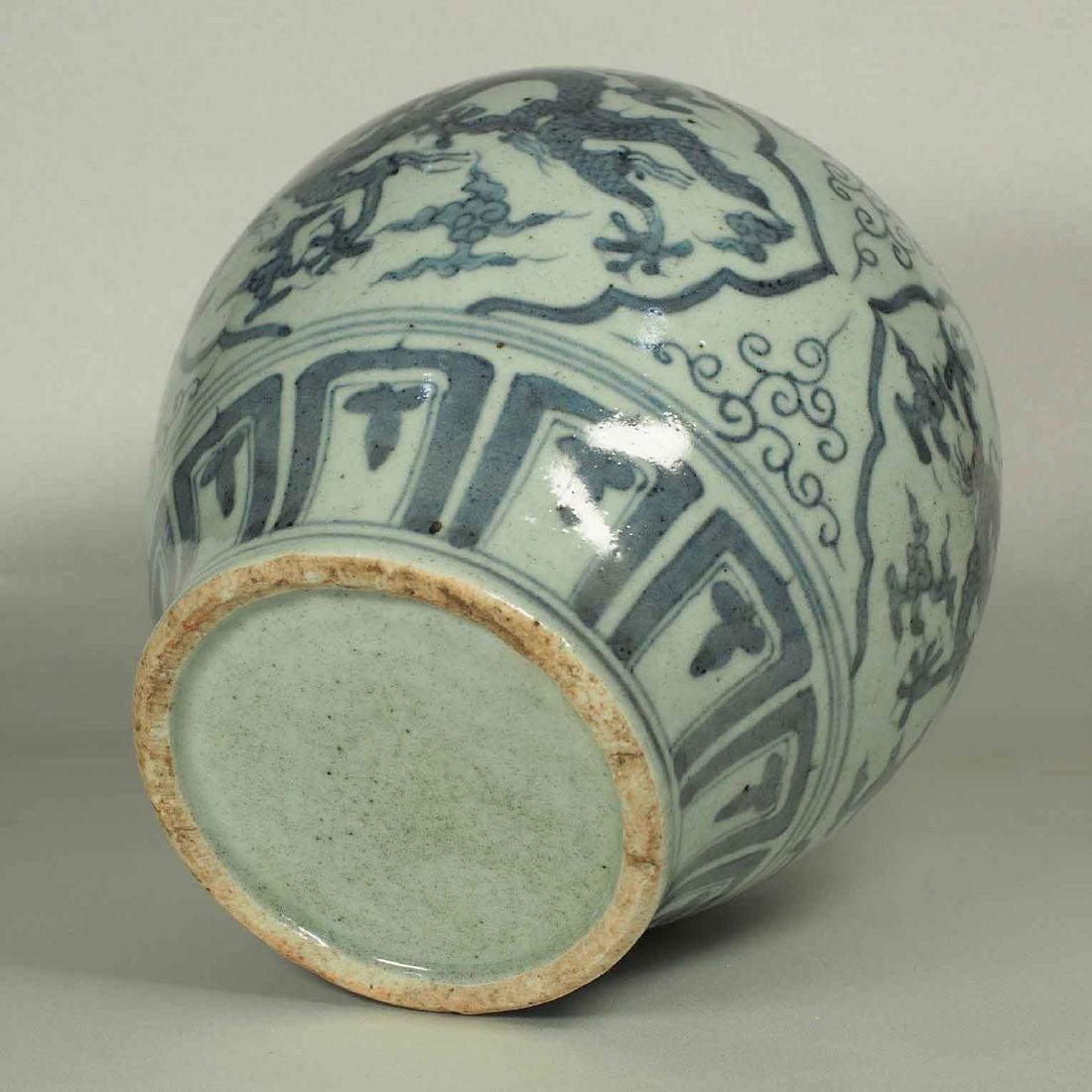 Lidded Jar with Dragon Design, Wanli, Ming Dynasty. - 13