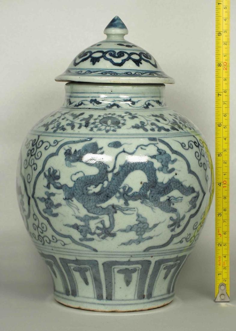 Lidded Jar with Dragon Design, Wanli, Ming Dynasty. - 16