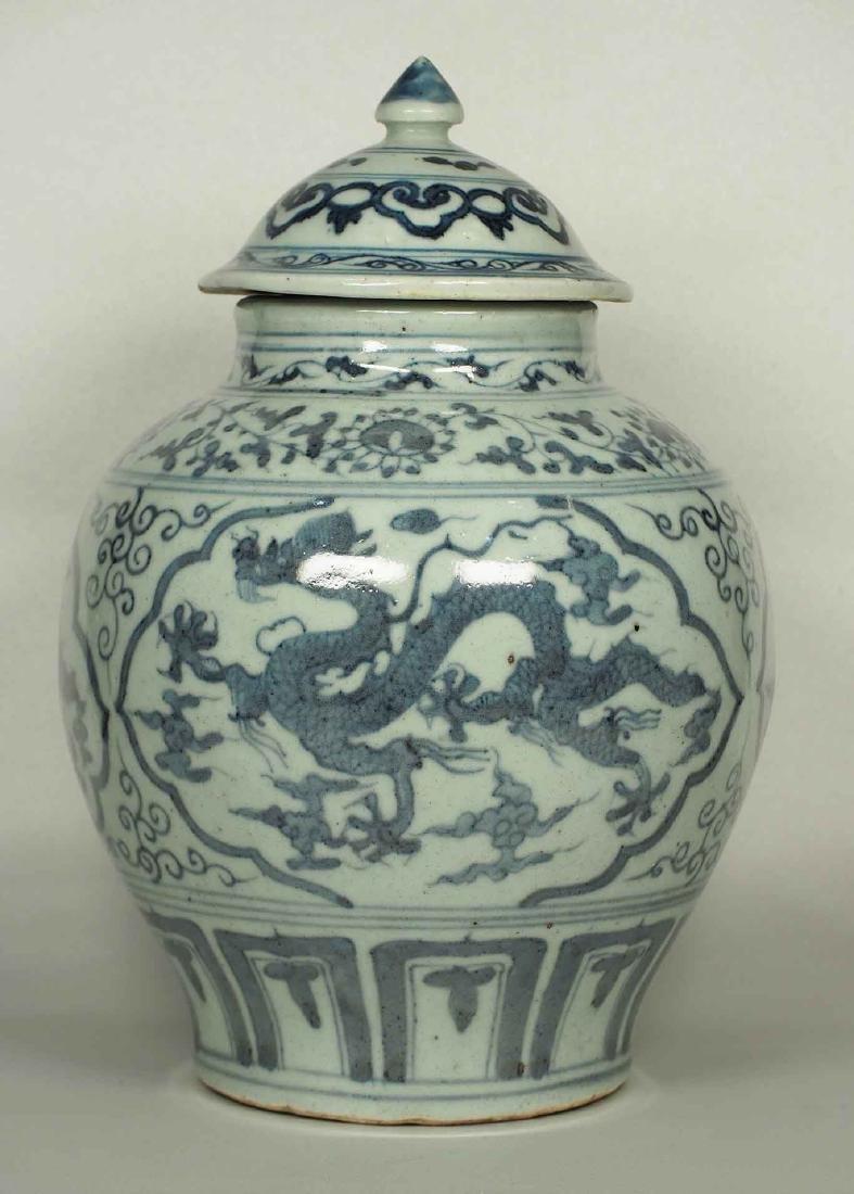 Lidded Jar with Dragon Design, Wanli, Ming Dynasty.