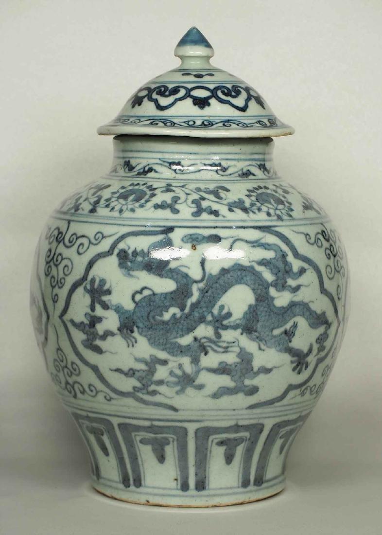 Lidded Jar with Dragon Design, Wanli, Ming Dynasty. - 2