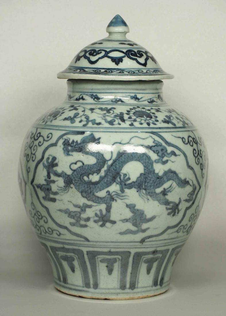 Lidded Jar with Dragon Design, Wanli, Ming Dynasty. - 3