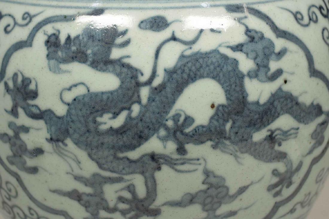 Lidded Jar with Dragon Design, Wanli, Ming Dynasty. - 4