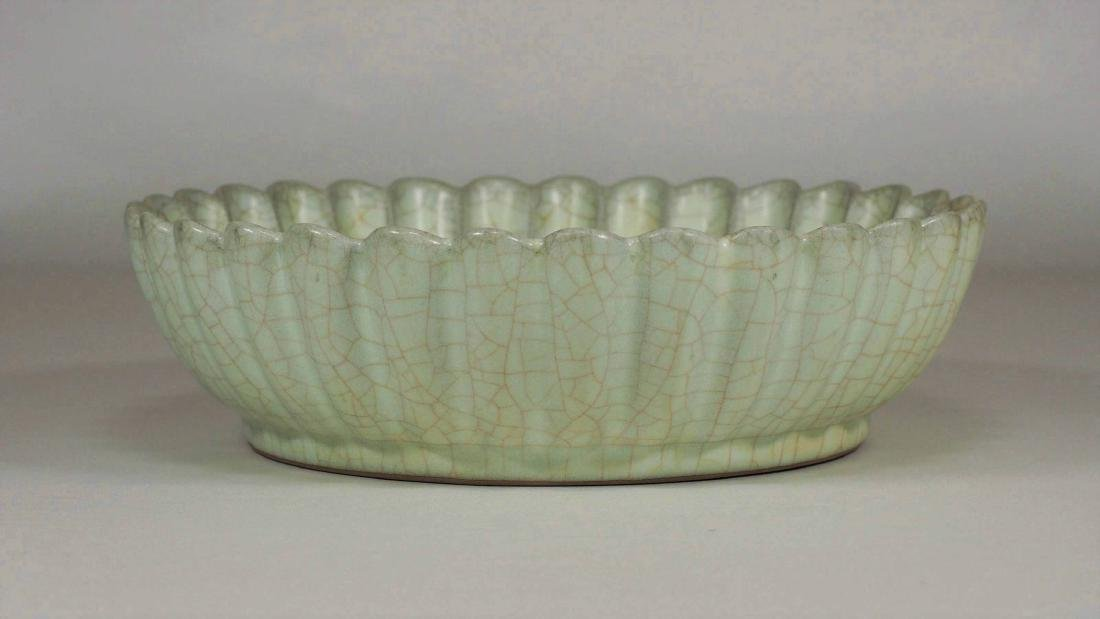 Chrysanthemum-Shaped Crackled Washer, Southern Song