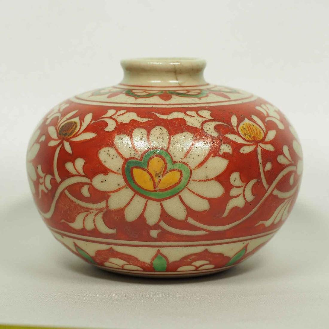 Large Wucai Jarlet with Floral Scroll Design, late Ming - 2