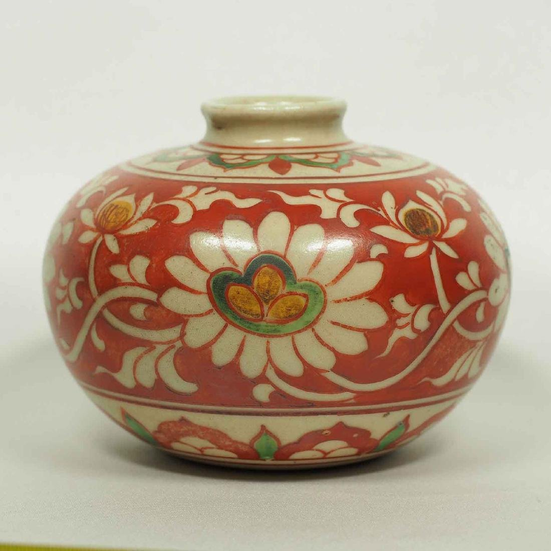 Large Wucai Jarlet with Floral Scroll Design, late Ming - 3